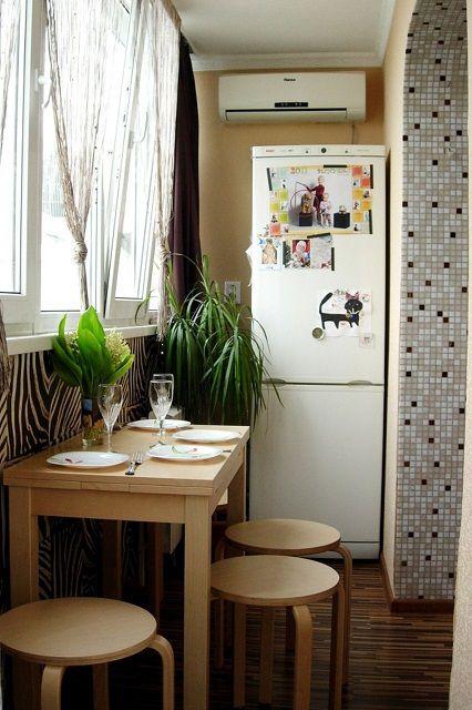 На объединенный с кухней утепленный балкон вполне можно вынести холодильник