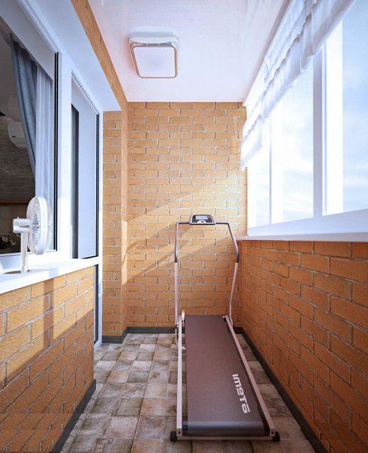 Балкон, оформленный в стиле «лофт», превратился в миниатюрный тренировочный зал