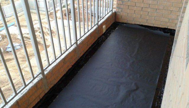 Особые требования всегда предъявляются ко всесторонней гидроизоляции балкона