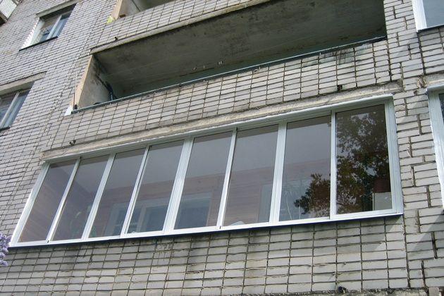 Очень часто торцевые стенки лоджий соседствуют с отапливаемыми помещениями, и обеспечить их эффективную термоизоляцию – значительно проще.