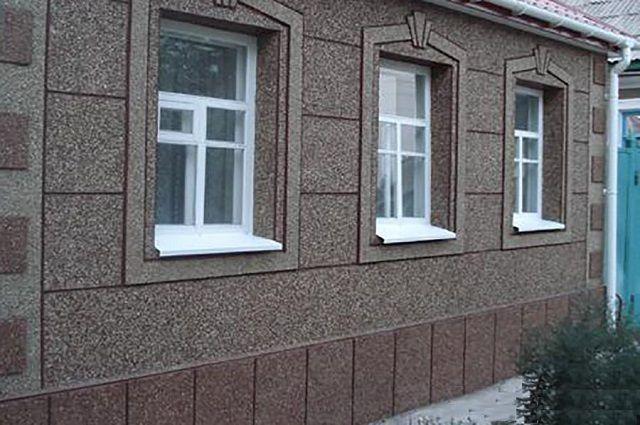 Фасад дома, отделанный каменной крошкой