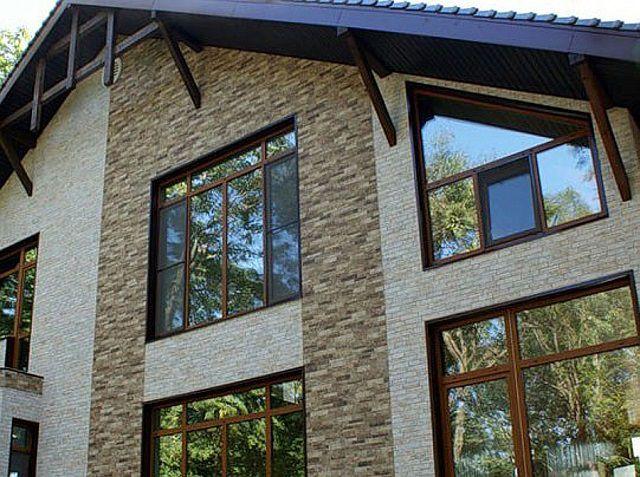 Очень красивая отделка фасада выполнена с использованием фиброцементных панелей