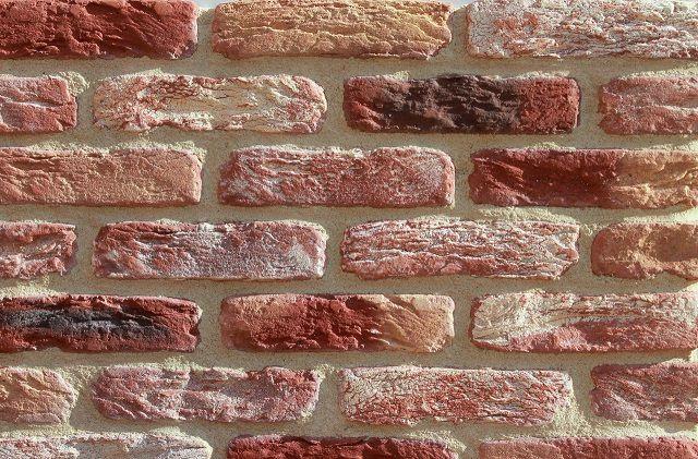 Стена, облицованная плиткой «под кирпич», изготовленной на цементной основе