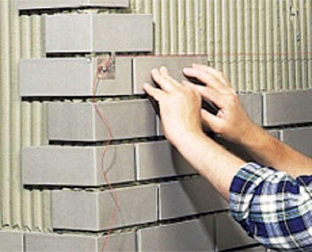 Внешние углы получатся очень аккуратными, если использовать специальные фигурные элементы