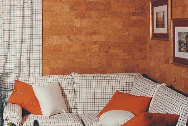 Пробковые обои не просто красивы, но еще и способны придать стенам дополнительные утепление и звукоизоляцию