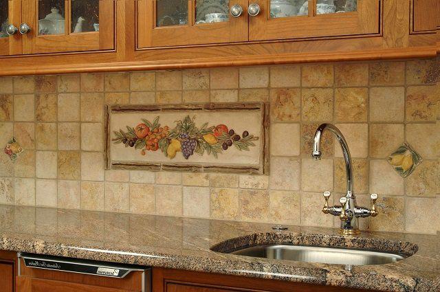 Сложно представить себе кухню без хотя бы небольшого фрагмента стены, отделанного керамической плиткой