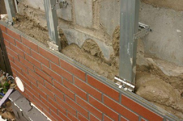 Заполнение просвета между стеной и панелями термоизолирующим составом