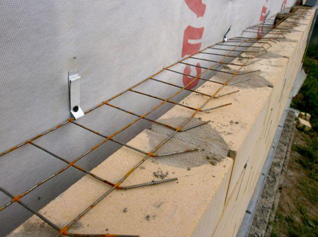 Стальные сетки для связки несущей стены и облицовки - это уже вчерашний день. в воздушном зазоре созданы идеальные условия для их коррозии