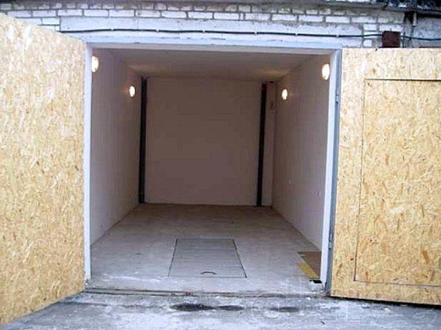 Один из самых простых и доступных вариантов – оштукатуренные стены и ровная бетонная стяжка на полу
