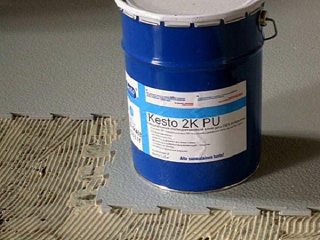 Укладка ПВХ-модулей по бетонной стяжке на специальный клей
