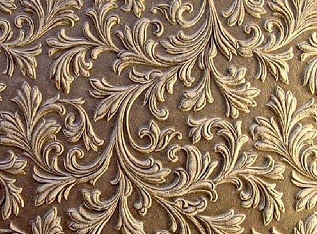 Виниловые или флизелиновые обои с глубоким тисненым рисунком – оригинально, но не всегда практично.