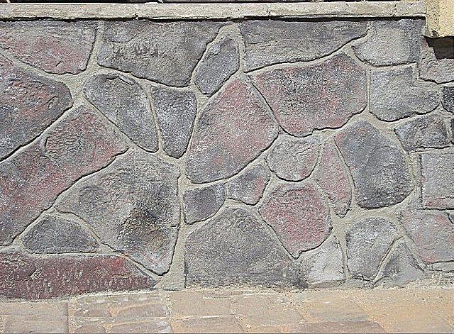 Это не облицовка – рельеф камня выполнен вручную