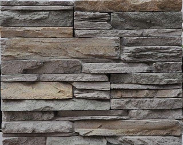 Из раствора на базе цемента формуют очень достоверные имитации натуральных камней