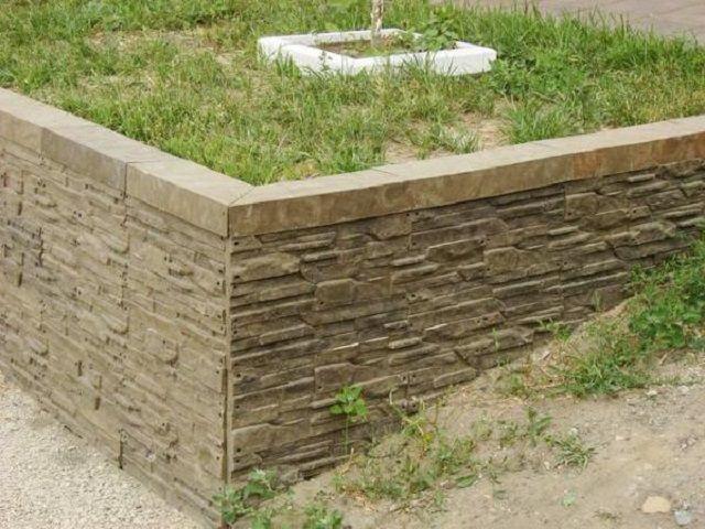 Полимерпесчаный искусственный камень существенно легче бетонного, а по внешности и эксплуатационным характеристикам – практически не уступает ему