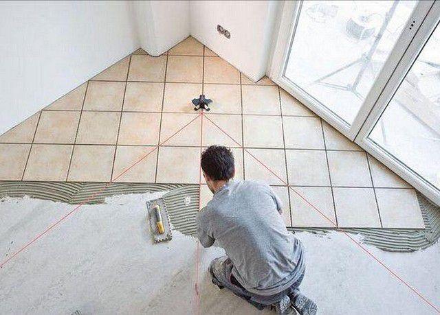 Особая точность при разметке требуется в том случае, если выбран диагональный вариант укладки керамогранитной плитки