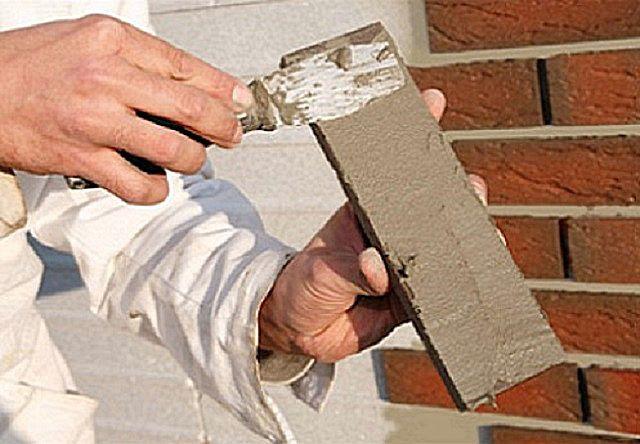 Нанесение клея непосредственно на тыльную поверхность плитки