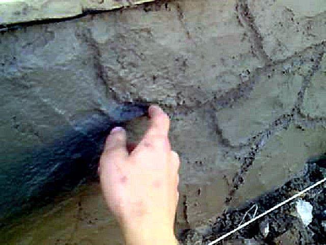 Прорисовка границ «камня» на нанесенной слое раствора