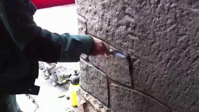 А так можно прорисовать «кладку» из крупных каменных блоков