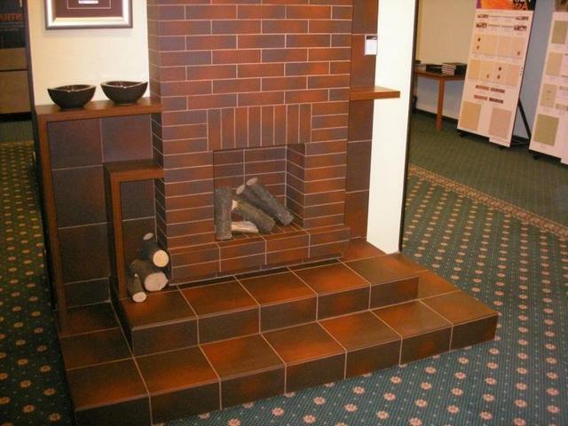 Традиционное использование клинкерной плитки «под кирпич» в интерьере – облицовка печей и каминов