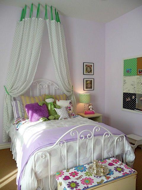 В «чистом» виде сиреневый или фиолетовый цвет будет «тяжеловат» для глаз. Но вот со светлыми вставками – почему бы и нет?
