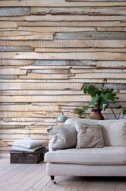 Простые доски при умелом сочетании и правильной отделке вполне могут стать оригинальным материалом для облицовки стен помещения