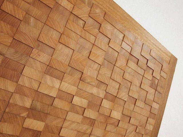 Очень интересно выглядят деревянные панели, собранные их мелких фрагментов, создающих 3D-эффект