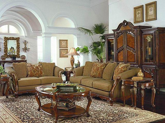 Классический стиль всегда предполагает арочные конструкции, что потребует или фигурных, или гибких молдингов