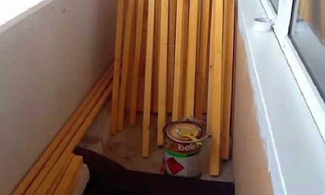 Рейки для монтажа обрешетки обработаны антисептической пропиткой и оставлены до полного просыхания состава