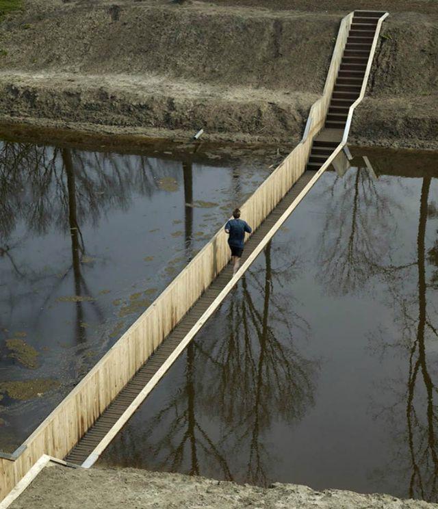 Мост Моисея в Голландии напоминает об оригинальном библейском способе переправы через Красное море