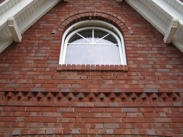 Производство клинкерного кирпича было вызвано дефицитом материалов в период строительного бума, охватившего европейские страны в XVIII – XIX столетиях