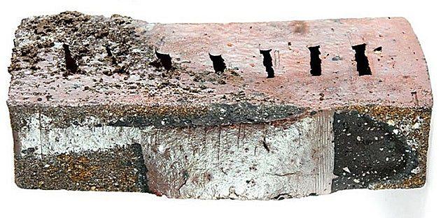 Изделия из этой коллекции имеют шероховатую фактурную поверхность, как бы «подернутую мхом».