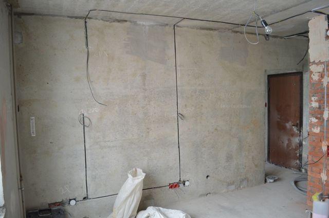 Электротехнические работы проводятся в том случае, если в соответствии с задуманным оформлением коридора требуется изменить расположение или тип приборов освещения, места установки розеток и выключателей