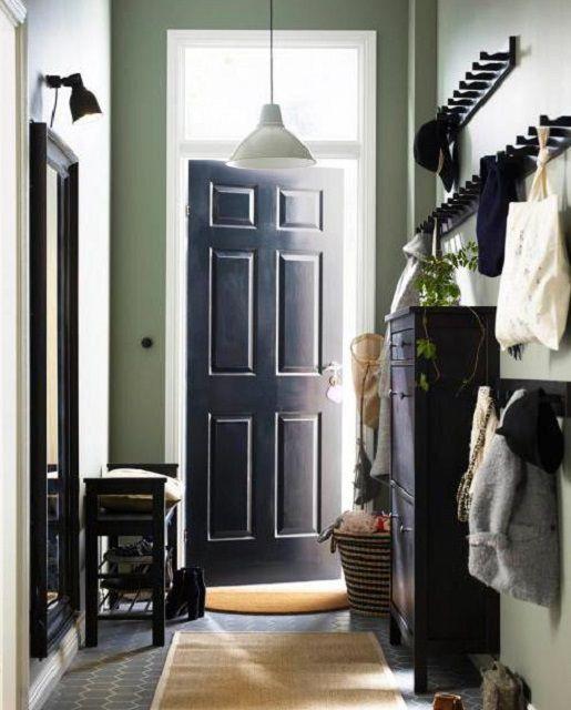 В узком коридоре с выбором мебели особо не «разбежишься»