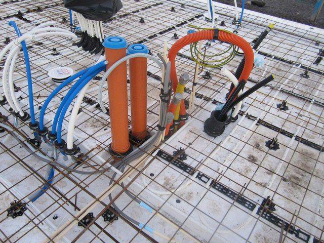 Пример «утеплённой шведской плиты», в толще которой будут скрываться все основные коммуникации – и канализация, и водопровод, и кабели электроснабжения