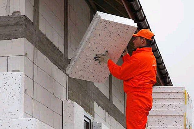 Применение естественной вентиляции оправдано в домах, возведенных из материалов, способных аккумулировать тепло и имеющих при этом качественную внешнюю термоизоляцию.