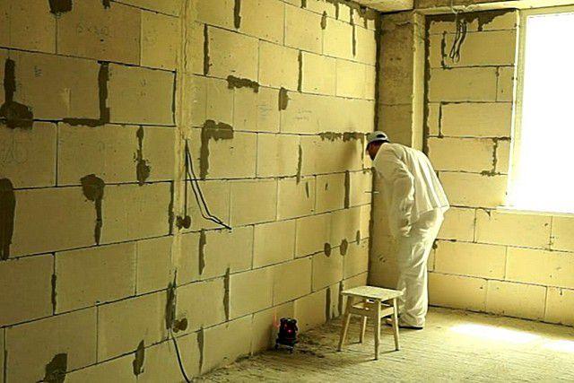 Как выровнять стены своими руками подробно 7