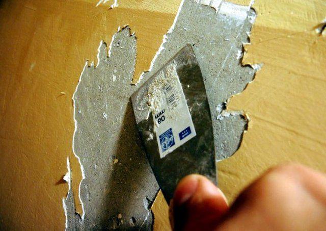 Нередко толстые слои каски довольно легко подаются обычному снятию шпателем