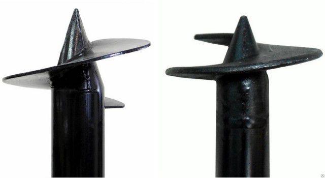 Винтовой наконечник сваи сварного типа (слева) и литой – разница видна невооруженным глазом.