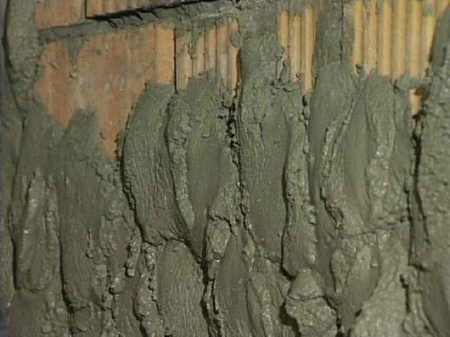 «Набрызг» штукатурного раствора на поверхность стены