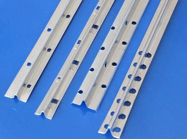 Несколько типов маячковых профилей из оцинкованной стали