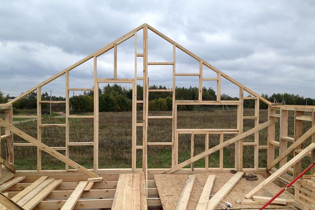 Вариант каркасной конструкции фронтона
