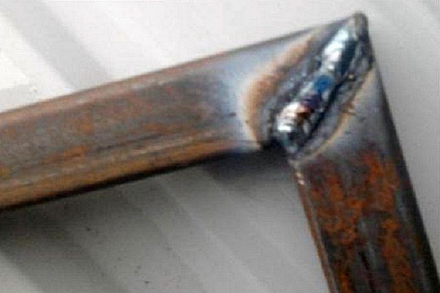 Обычный принцип стыковки и сварки перпендикулярных деталей каркаса калитки