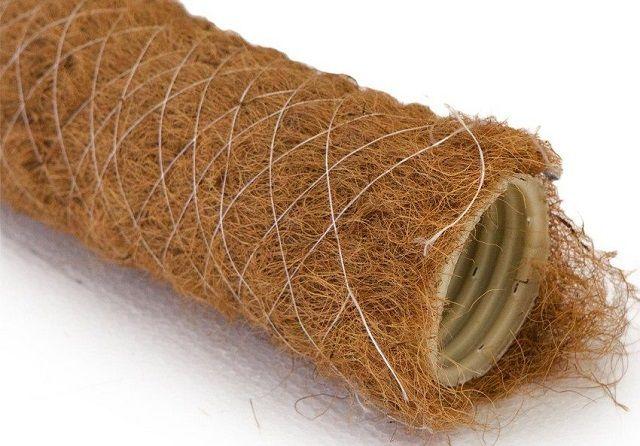 Перфорированная труба с фильтрующей оплеткой из кокосового волокна