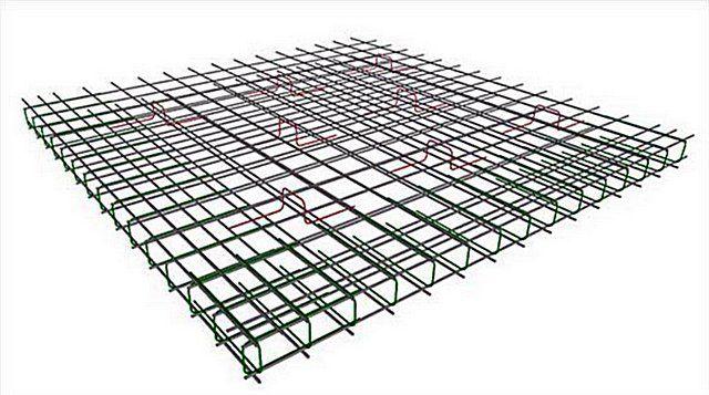 Примерная схема армирования плиты-фундамента. Хорошо показаны решетки, П-образные хомуты по краям и расставленные по площади плиты подставки-«пауки»