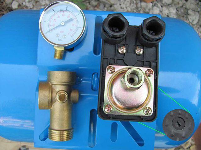 Реле давления - самый популярный прибор для управления скважинным насосом