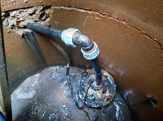 В кессоне из железобетонных колец «вода себе всегда дырочку найдет»