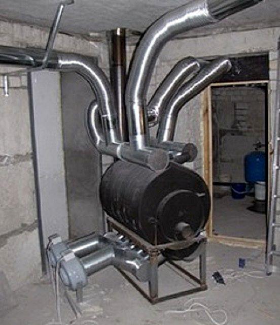 К котлу подключен целый «букет» воздуховодов, каждый из которых отвечает за отдельную комнату