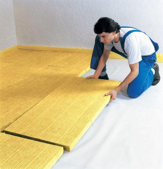 Укладка утеплительных плит для последующей заливки стяжки «плавающего пола»