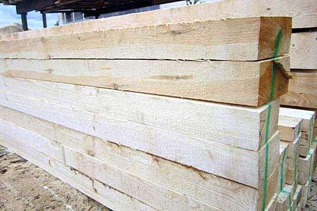 На качестве древесины для мауэрлата экономить не стоит – она должна быть первосортной без дефектов и признаков биологического поражения