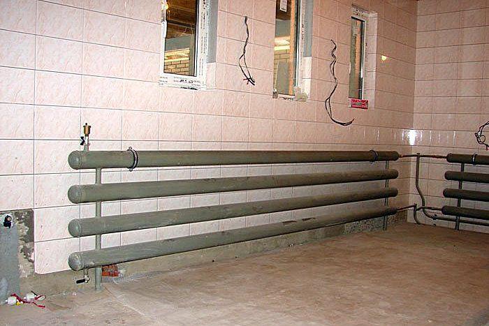 Стандартная компоновка регистров отопления – несколько горизонтально размещенных труб, объединенных в одну систему патрубками
